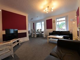 Centrally-Located Apartment In Coventry With Netflix photos Exterior