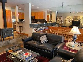 Remodeled Creekside 1 Bedroom East Vail Condo #1B. Hot Tub And Market. photos Exterior