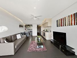 Modern Unit With Balcony And Telstra Tower Views photos Exterior