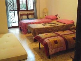 B&B Near Metro Central Line-One Train Every 2 Minutes-Only Wc In Rooms photos Exterior