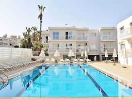 Pool View City Center 1Br Apartment - Ayia Napa photos Exterior