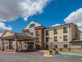 Holiday Inn Express And Suites Vernal Dinosaurland photos Exterior
