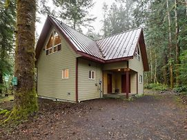 Holiday Home 50Mbr-Upscale Cabin With Hot Tub! photos Exterior