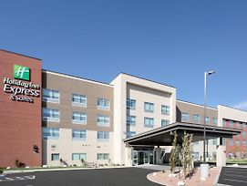 Holiday Inn Express & Suites Ely photos Exterior