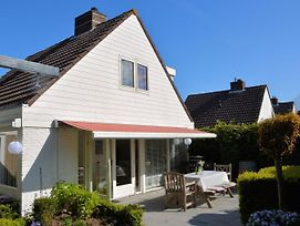 Quaint Holiday Home In Noordwijkerhout Near Lake photos Room