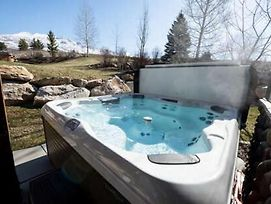 Powder Mountain Luxury Ski Townhome With Jacuzzi photos Exterior