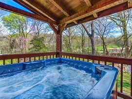Southern Comfort, 2 Beds, Wooded View, Hot Tub, Fireplace, Sleeps 6 photos Exterior