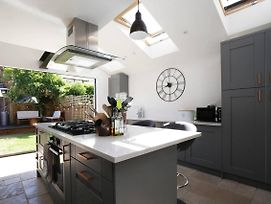 Modern Chic 2Br Townhouse In Central Oxford photos Exterior