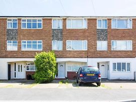 Beautiful 1-Bed Apartment In Romford photos Exterior