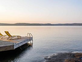 Red Pines A Lake Of Bays Gem On A Very Private 210' Ft Point With West-Facing Sunny Shoreline photos Exterior