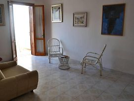 Cosy Apartment Near The Beach With Patio; Pets Allowed; Parking Available photos Exterior