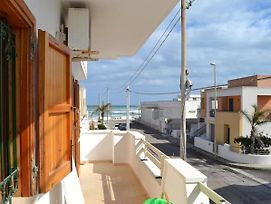 Apartment Near The Beach With Air Conditioning; Pets Allowed photos Exterior