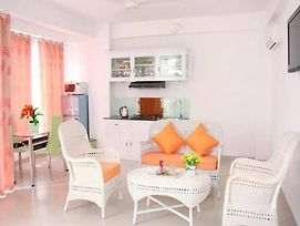 2A New Large Sunny 2 Room Unit, 5 Minutes Walk To The Beach photos Exterior