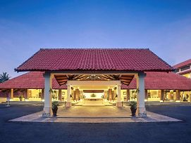 Mercure Manado Tateli Resort And Convention photos Exterior