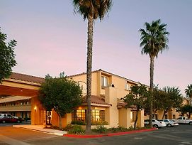 Holiday Inn Express Simi Valley photos Exterior