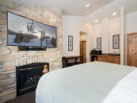 Luxury Vacation Rental Near Powder Mountain Resort photos Room