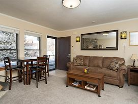 Wolf Creek Condo 306: Remodeled Vacation Condo - Powder Mountain Lodging photos Room