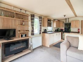 Enticing Mobile Home In Hastings Near Castle photos Exterior