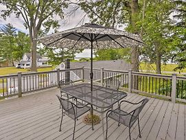 New! Verona Beach Home W/ Deck - Walk To Lake! photos Exterior