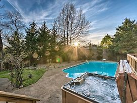Lakefront Hot Springs Home W/ Hot Tub & Pool! photos Exterior