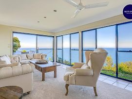 Stunning Cliff Top Home // Pool & Games photos Exterior