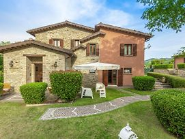 Sprawling Villa In Urbino With Private Swimming Pool photos Exterior