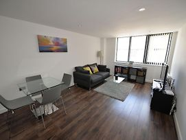Modern Apartment In Birmingham Near Museum And Art Gallery photos Room