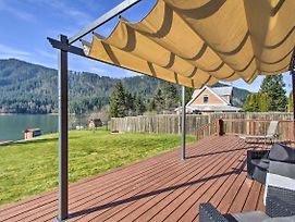 Lakefront Cabin W/ Stunning Mtn Views & Dock! photos Exterior