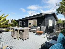 Bennys Beach Cottage - Papamoa Holiday Home photos Exterior