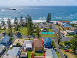 Burleigh Unit 2 -28 Clarence Street - Opposite Main Beach. photos Exterior