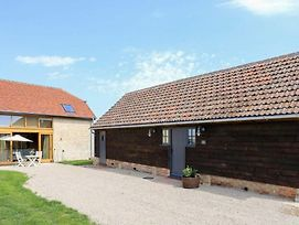 Classic Family Barn Conversion In Radcot photos Exterior