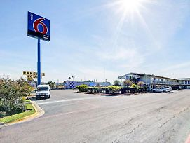 Motel 6 Laredo South photos Exterior