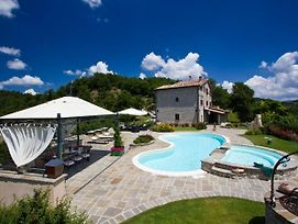 Lovely Villa In Apecchio With Swimming Pool photos Exterior