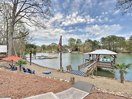Remarkable Waterfront Getaway On Lake Norman! photos Exterior