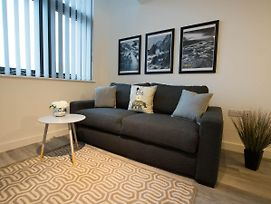 Simplistic Apartment In Liverpool Near Anfield Stadium photos Exterior