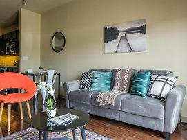 Walkable And Modern 1Br Apt photos Exterior
