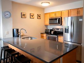 1Br Okemo Mtn Lodge- Remodeled Kitchen & Vintage Ski Decor Condo photos Exterior