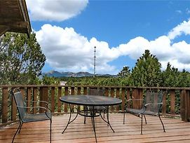 Log Heaven, 3 Bedrooms, Sleeps 6, Mountain Views, Wifi, Hot Tub, Fireplace photos Exterior
