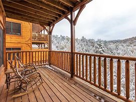 Majestic Manor, 3 Bedrooms, Mountain View, Theater Room, Hot Tub, Sleeps 10 photos Exterior