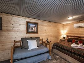 Eagle Creek Cabin 2, Kitchenette, Grill, Fire Pit, Sleeps 4 photos Exterior
