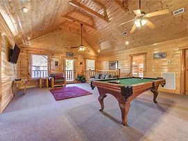 Moonlight Lodge, 8 Bedrooms, Hot Tub, Wi-Fi, Pool, Sleeps 40 photos Exterior