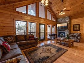 Hickory Hollow Lodge, 8 Bedrooms, Pool Table, Theater Room, Wifi, Sleeps 20 photos Exterior