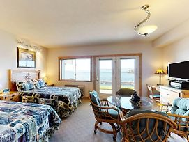 Many Springs Lakefront Condos photos Room