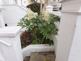1 Bedroom Apartment In Notting Hill Accommodates 2 photos Exterior