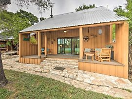 Stylish Cabin With Lake Travis And Pool Access! photos Exterior
