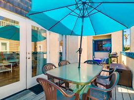 High-End Custom Design, Spacious Beach Home, 2 Parking! photos Exterior