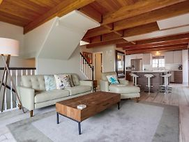 Luxury At The Beach! Private Single Family Beach Home, Garage, Ocean View Deck! photos Exterior