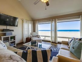 Head To The Beach From An Exquisite Oceanfront Home! photos Exterior