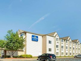 Microtel Inn & Suites By Wyndham Roseville/Detroit Area photos Exterior