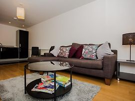 Stunning 2 Bed Home + Balcony Overlooking Thames photos Exterior